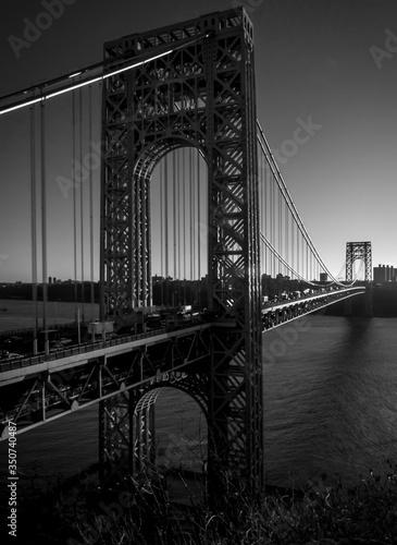 Платно Golden Gate Bridge Over River