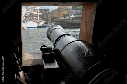 Cannon In Boat On Sea Fototapete