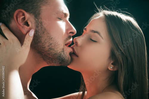 Couple kissing, close up Wallpaper Mural