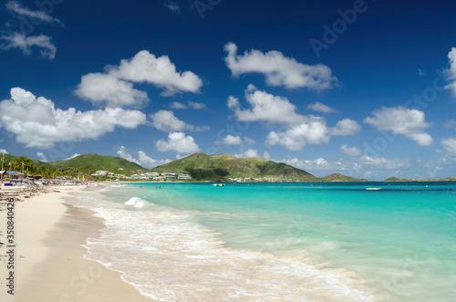 Stampa su Tela La plage de la Baie orientale avec son eau turquoise à Saint-Martin