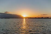 Zachód Słońca Nad Jeziorem Markenmeer, Holandia Północna.