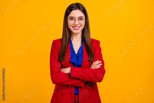 Photo Photo of attractive confident bossy business lady hold arms crossed toothy smili