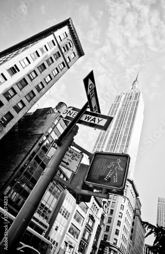 Canvas Print Low Angle View Of One Way Sign Against Empire State Building