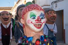 Desfile De Gigantes Y Cabezudo...