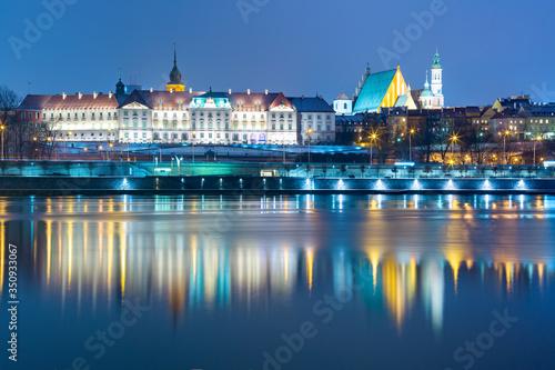 Fototapeta Old Town and river Vistula at night in Warsaw, Poland. obraz na płótnie