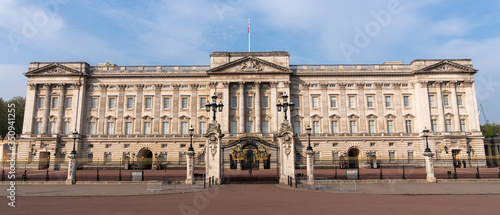 Landscape panoramic of Buckingham Palace, London, England first thing in the morning Canvas Print