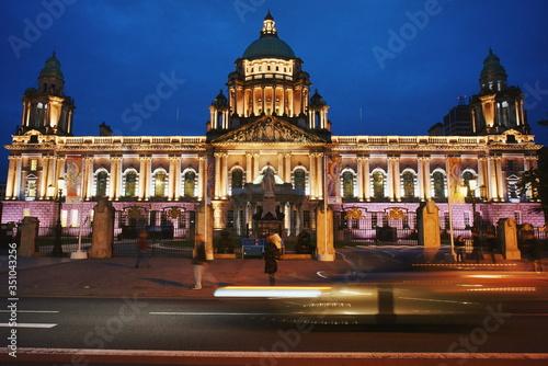 Obraz na płótnie Illuminated Belfast City Hall Against Blue Sky At Night