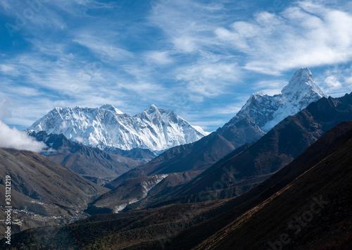 Платно mount Everest and Ama Dablam landscape view , Himalayas mountain range in Nepal
