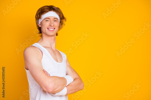 Foto Close-up profile side view portrait of his he nice attractive cheerful cheery co