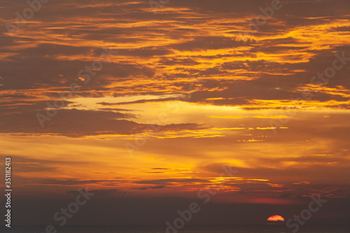 Fotografia, Obraz Stunning dramatic sunset over the ocean.