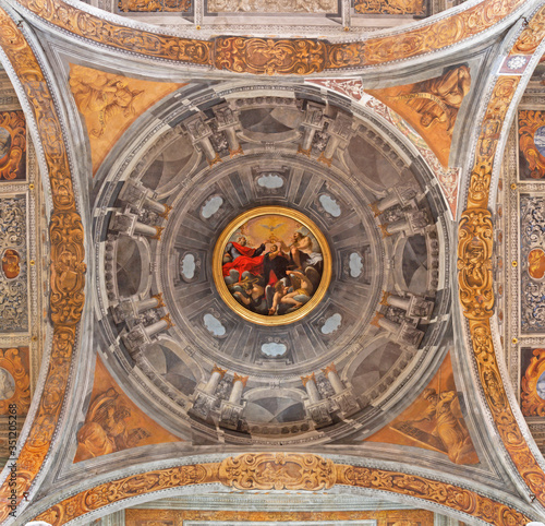 Stampa su Tela FERRARA, ITALY - JANUARY 30, 2020: The Coronation of Virgin Mary paint on the cupola  in church Chiesa di Santa Maria in Vado by Carlo Bononi (1569 - 1632)