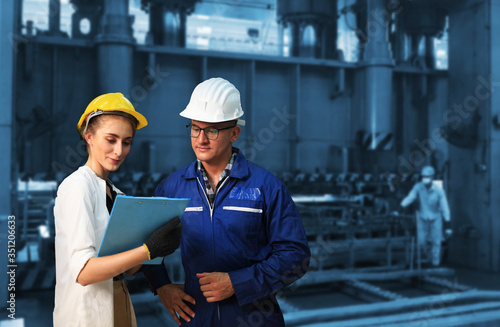 Industrial Engineers in Hard Hats  with  machine Fototapet