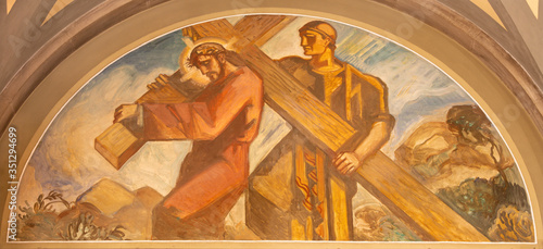 Fotomural BARCELONA, SPAIN - MARCH 3, 2020: The fresco Simon of Cyrene helps Jesus carry the cross in the church Santuario Nuestra Senora del Sagrado Corazon by Francesc Labarta (1960)