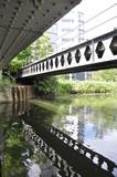 Fototapeta Londyn - Mostek nad kanalem , Londyn