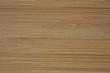 Sklejka z różnokolorowych kawałków drewna, zbliżenie na drewnianą podkładkę