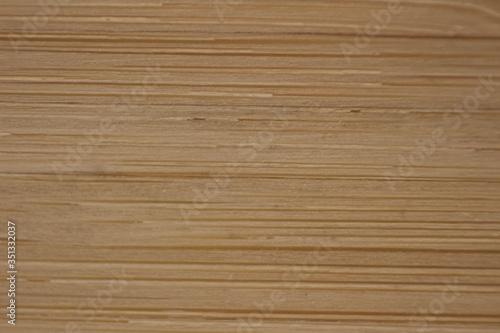 Obraz Sklejka z różnokolorowych kawałków drewna, zbliżenie na drewnianą podkładkę  - fototapety do salonu