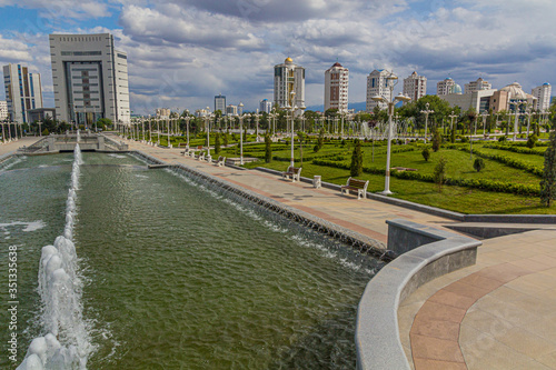 Photo Fountains at Altyn Asyr Park in Ashgabat, capital of Turkmenistan
