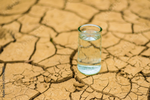 Canvastavla Glass Of Water On Cracked Field