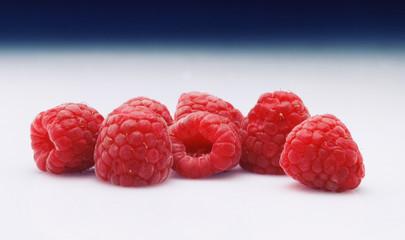 Frambuesa  frambuesa, fruta, baya, alimento, rojo, frambuesa, madura, salubre, fresco, aislada, bombones, blanco, postre, jugosa, close-up, baya, dieta, verano, delicioso, frescor, macro, organica, cl