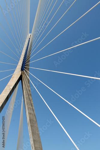 Photo Estructura puente con cableado