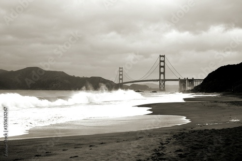 Платно Golden Gate Bridge On Cloudy Day