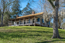 Pioneer Tavern On The Natchez Trace