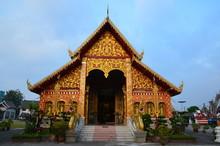 Beautiful Facade Of Wat Jed Jo...