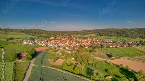 Fototapeta Ein Luftbild von Gültlingen bei Wildberg, Schwarzwald, Deutschland obraz na płótnie