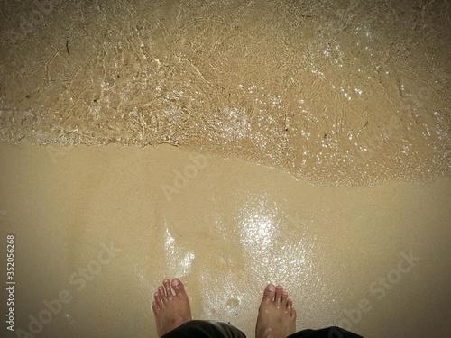 Fotografia Low Section View Of Human Leg On Beach