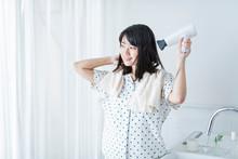 女性 髪の毛 乾かす