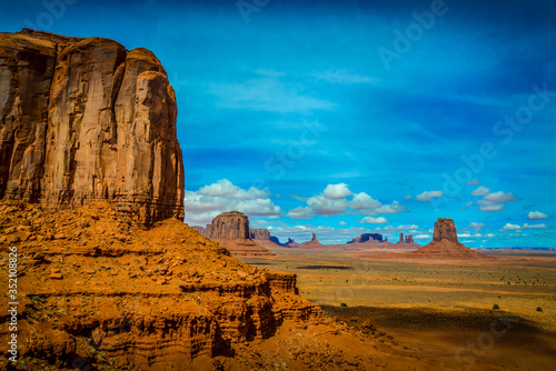 Fotografía Landscape of geomorphological formations of Monument Valley USA