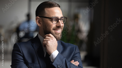 Fotomural Smiling businessman wearing glasses dreaming about good future close up, touchin