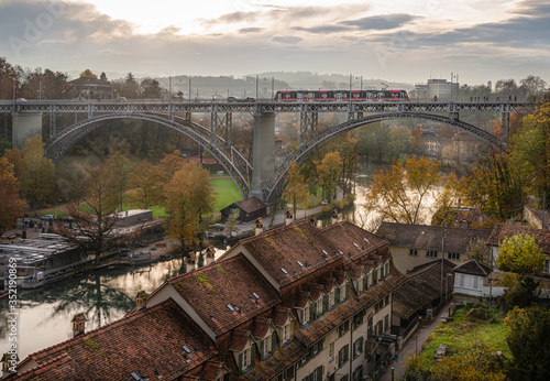 Fototapeta View of the Kirchenfeld Bridge (Kirchenfeldbruecke) over the river Aare in Bern, Switzerland