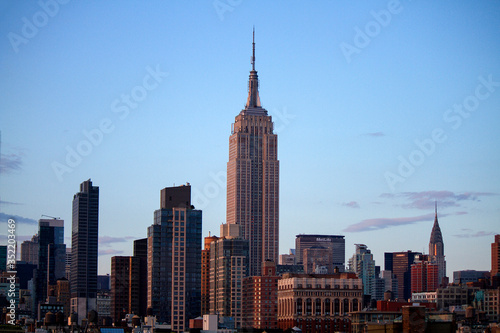 Платно Low Angle View Of Empire State Building And Cityscape Against Sky