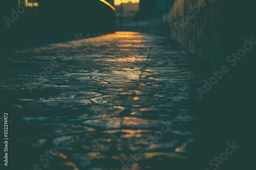 Canvas Print Footbridge With Sunlight In City