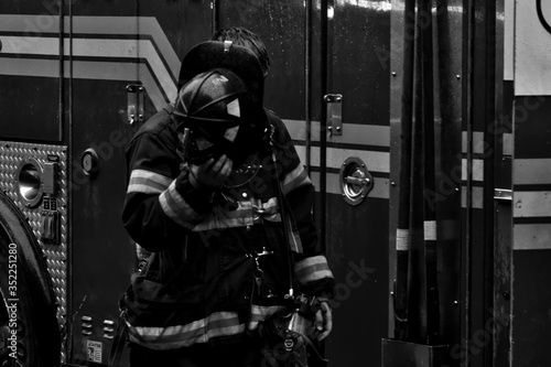 Canvastavla Front View Of Firefighter Standing Against Engine At Station