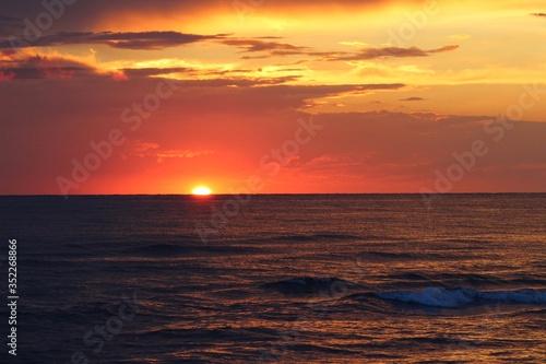 Photo Scenic View Of Sea Against Orange Sky