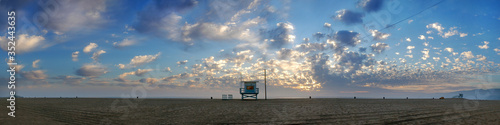 Panoramic View Of Lifeguard Hut At Beach Against Cloudy Sky During Sunset Fototapet