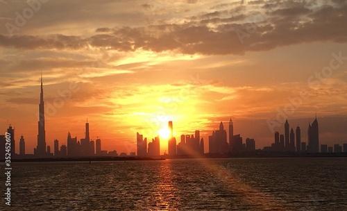 Fotografía Burj Khalifa By River Against Sky During Sunset In City