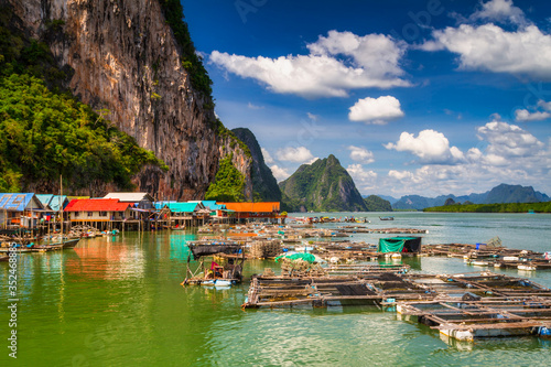 Amazing scenery of the Koh Panyee settlement built on stilts at Phang Nga Bay, T Tapéta, Fotótapéta