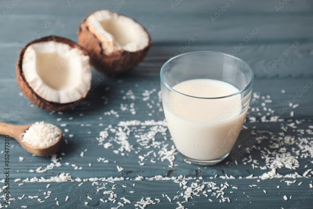 Fototapeta Glass of tasty coconut milk on table