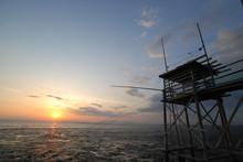 有明海に沈む夕日と古...