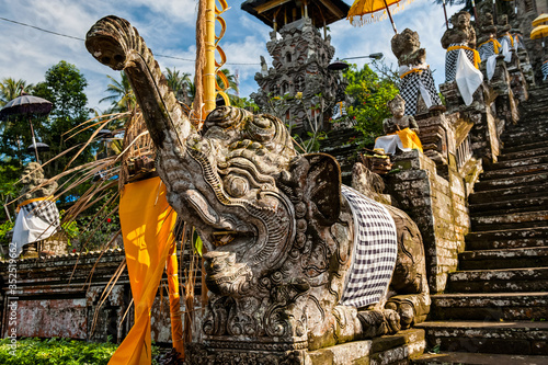 Photo Elephant Statue at the Entrance to Pura Kehen, Balinese Hindu Temple, Cempaga, B