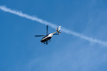 Hubschrauber Der Polizei Im Ü...