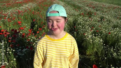 Obraz na plátně Girl on background of the flowers field