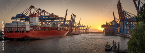 Fotografija Container ships in the port of Hamburg at sunset