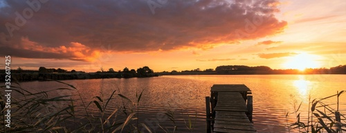 panoramic lakeside view with jetty Canvas-taulu