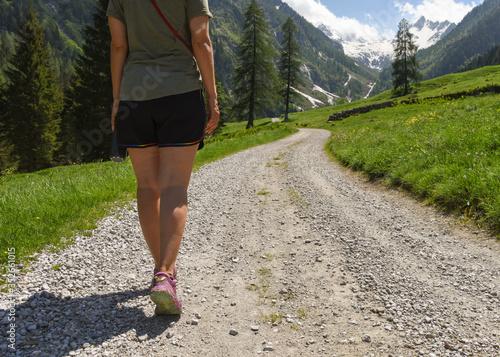 Photo camminata camminare in montagna sport benessere gambe