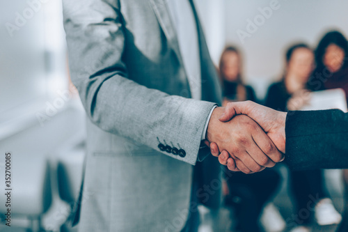 close up. handshake of business people in the office. Fototapet
