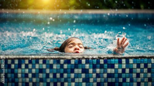 Obraz na plátně Baby girl drowning in pool